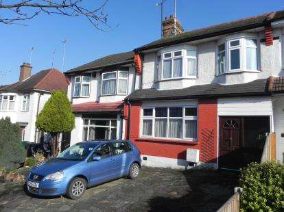 3 Bedrooms Terraced House for sale in Petworth Road, London