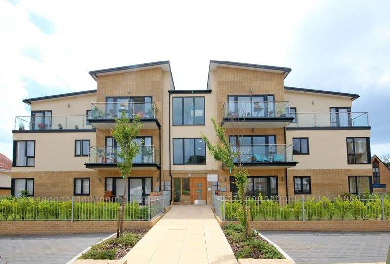 3 Bedrooms Flat for sale in Church Road, Southbourne, Bournemouth