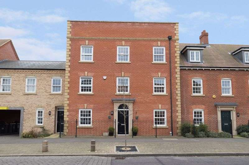 5 Bedrooms House for sale in Greenkeepers Road, Great Denham, Bedford