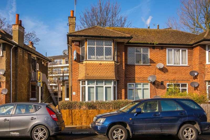 2 Bedrooms Flat for sale in Buller Close, Peckham, SE15