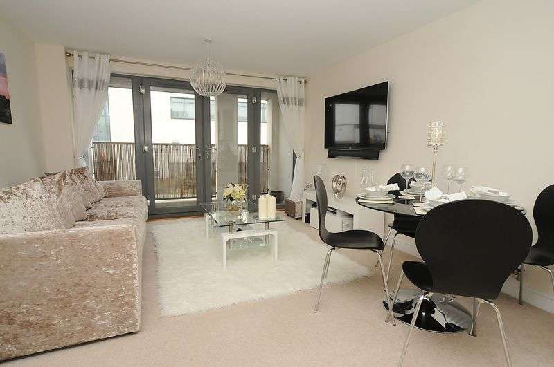 2 Bedrooms Flat for sale in Chapel Street, Plymouth. Beautifully Presented 2 Bed Apartment