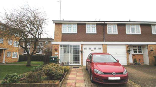 3 Bedrooms End Of Terrace House for sale in Waters Drive, Staines-upon-Thames, Surrey