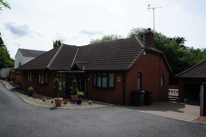 3 Bedrooms Detached Bungalow for sale in Rayleigh SS6