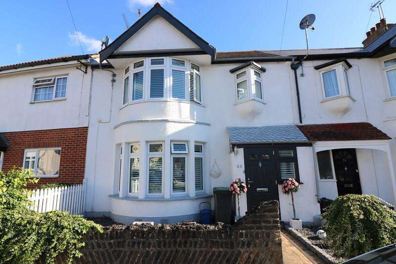 3 Bedrooms Terraced House for sale in Torquay Drive, Leigh-On-Sea