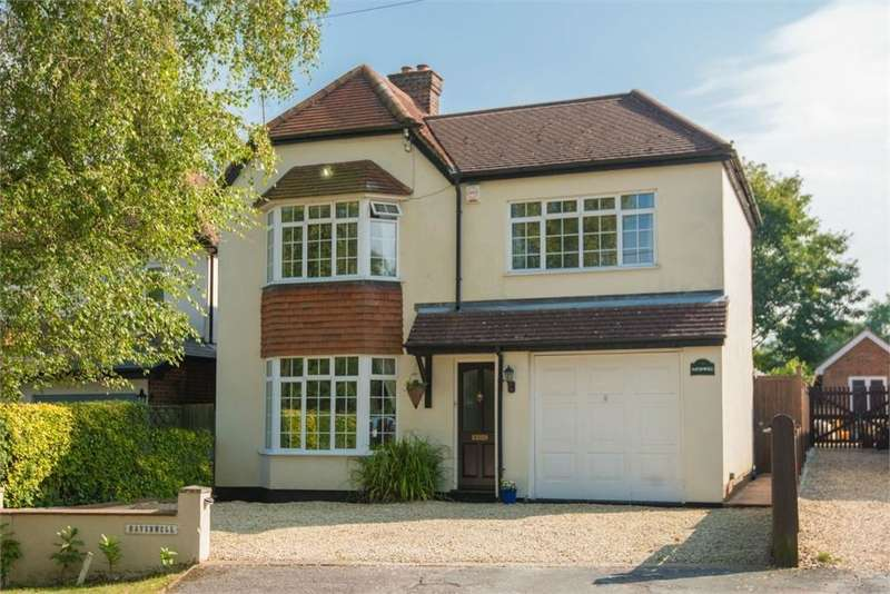 4 Bedrooms Detached House for sale in North Road, Widmer End, Buckinghamshire