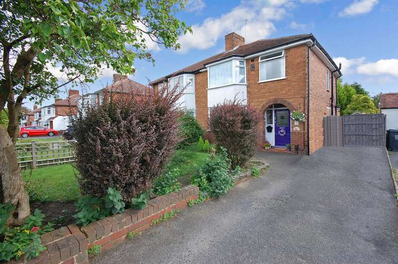 3 Bedrooms Semi Detached House for sale in Chestnut Way, Finchfield, Wolverhampton WV3