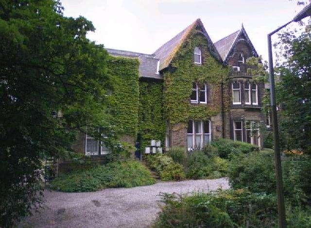 1 Bedroom Ground Flat for sale in 1 bedroom Ground floor Flat in Manningham area Oak Mount