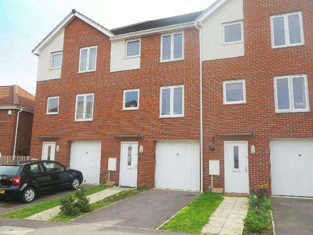 4 Bedrooms Town House for rent in Regis Park Road, Reading RG6 7AD