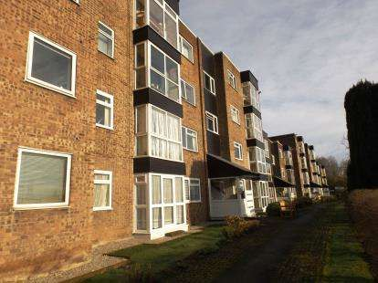 2 Bedrooms Flat for sale in Daisyfield Court, Bury, Greater Manchester, BL8