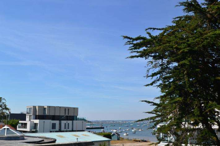 3 Bedrooms Apartment Flat for sale in Sandbanks BH13