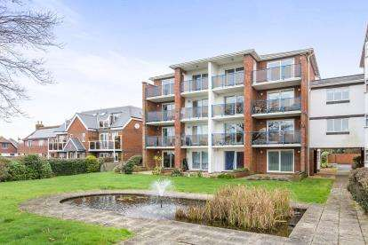 3 Bedrooms Flat for sale in 390 Sea Front, Hayling Island, Hampshire