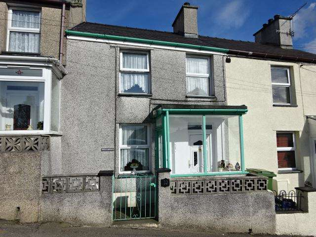 2 Bedrooms Terraced House for sale in CILFODAN, BETHESDA LL57