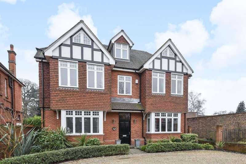Detached House for sale in Weybridge