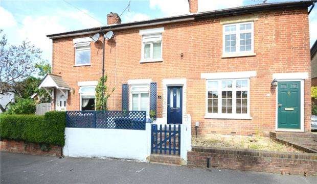 2 Bedrooms Terraced House for sale in Clarence Road, Fleet, Hampshire