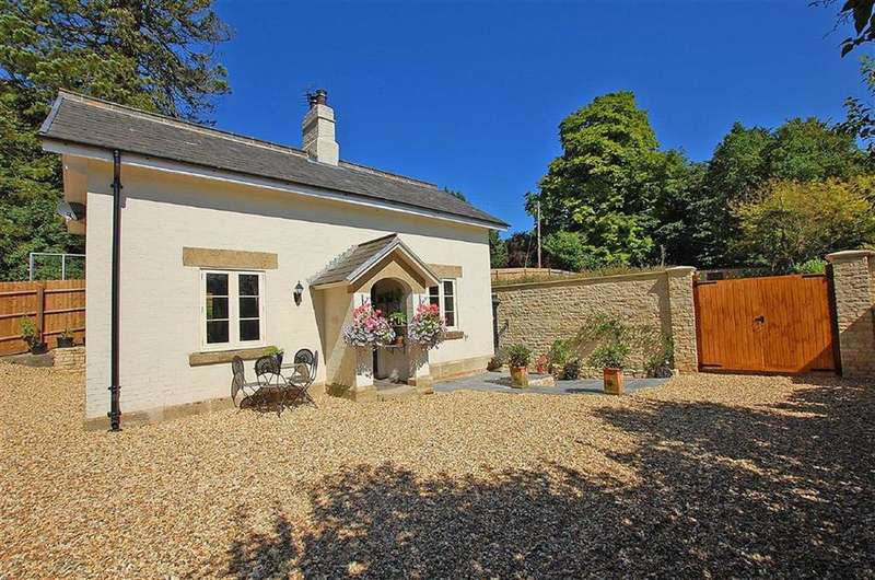 3 Bedrooms Detached House for sale in Seven Springs, Cheltenham, GL53