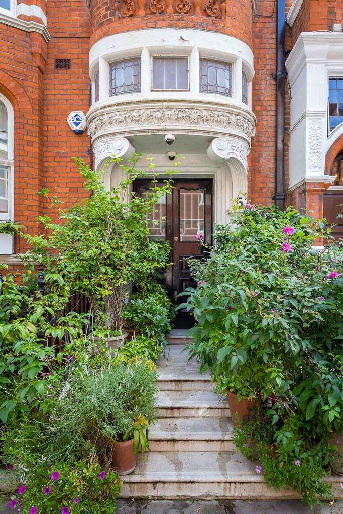 1 Bedroom Apartment Flat for sale in Cadogan Gardens, London sw3