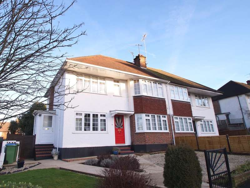 2 Bedrooms Maisonette Flat for sale in Castleview Road, Weybridge KT13