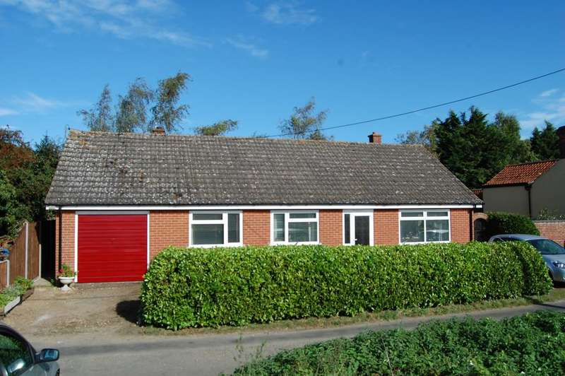 3 Bedrooms Detached Bungalow for sale in The Bungalow, Common Road, Welborne NR20 3LE