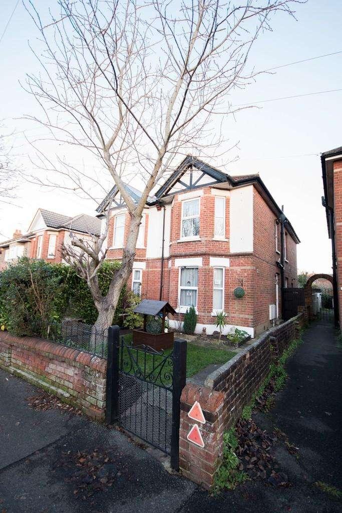 1 Bedroom Flat for sale in Edgehill Road, Winton