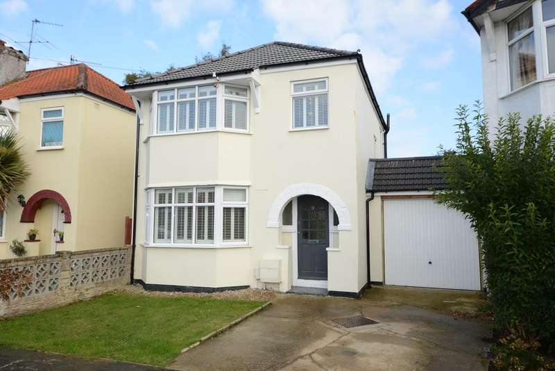 3 Bedrooms Detached House for sale in Melrose Gardens, HERSHAM VILLAGE KT12