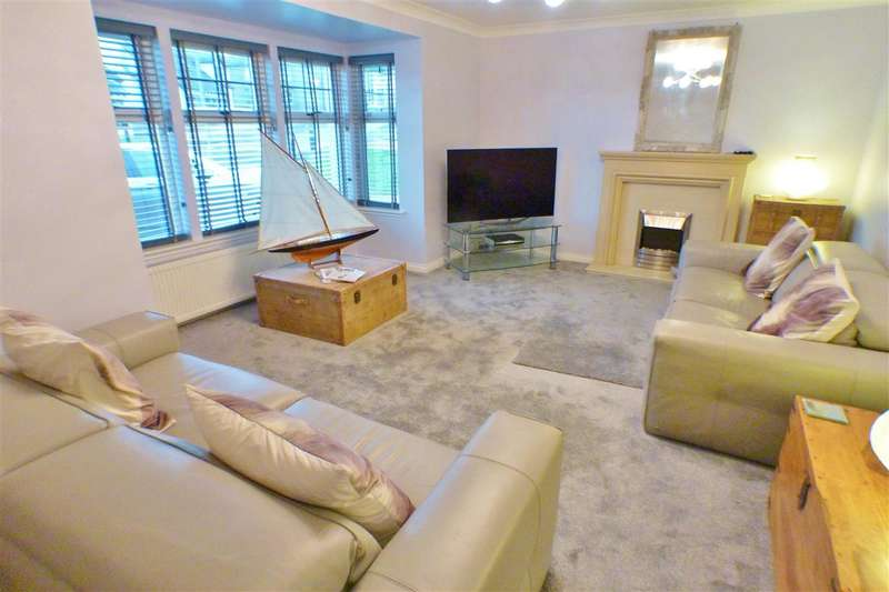 5 Bedrooms Detached House for sale in Raeburn Common, Pettinain, LANARK