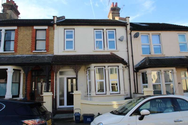 3 Bedrooms Terraced House for sale in MACDONALD AVENUE, WESTCLIFF ON SEA SS0