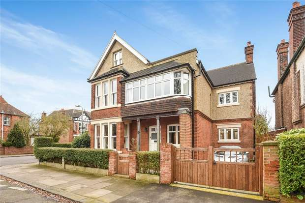 6 Bedrooms Detached House for sale in Shaftesbury Avenue, Bedford