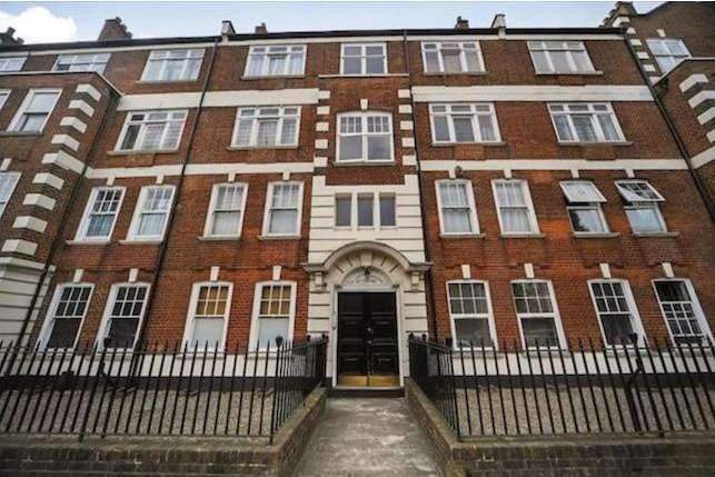 3 Bedrooms Ground Flat for sale in Near Barons Court Station