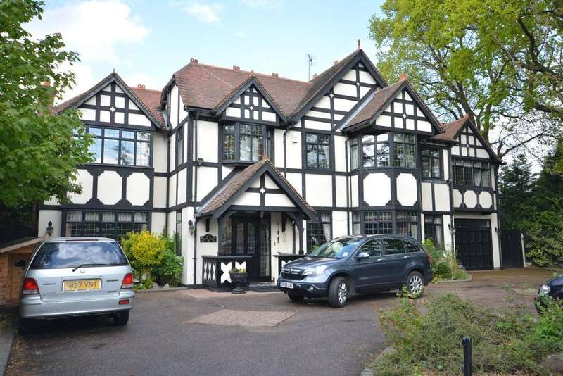 6 Bedrooms Detached House for sale in Burntwood Avenue, Emerson Park, Hornchurch, Essex RM11