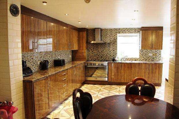 3 Bedrooms Terraced House for sale in Grosvenor Road, London E7