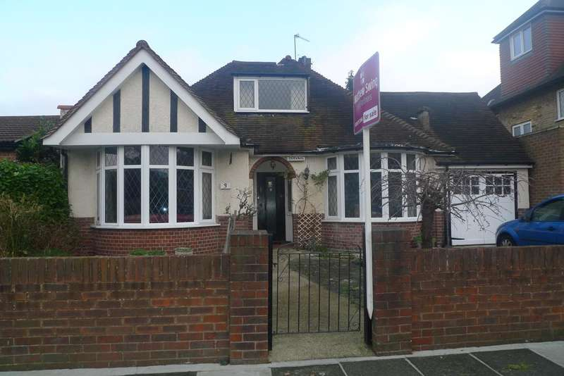 4 Bedrooms Detached Bungalow for sale in Derwent Road, Twickenham TW2