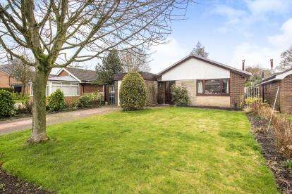 3 Bedrooms Bungalow for sale in St. James Gardens, Leyland, .