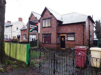 3 Bedrooms Semi Detached House for sale in Broadwalk, Westhoughton, Bolton, Greater Manchester, BL5