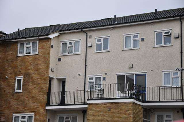 3 Bedrooms Apartment Flat for sale in Radcliffe Way, Yeading Lane, Northolt UB5
