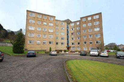 2 Bedrooms Flat for sale in Broom Cliff, 30 Castleton Drive
