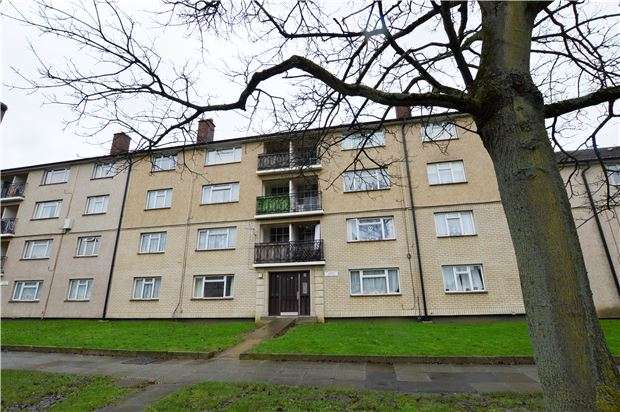 2 Bedrooms Flat for sale in New Zealand House, Princess Elizabeth Way, CHELTENHAM, Gloucestershire, GL51 7PH