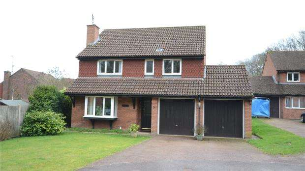 4 Bedrooms Detached House for sale in Camellia Way, Wokingham, Berkshire