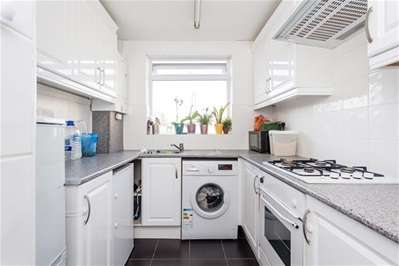 2 Bedrooms Flat for sale in Church Hill, London
