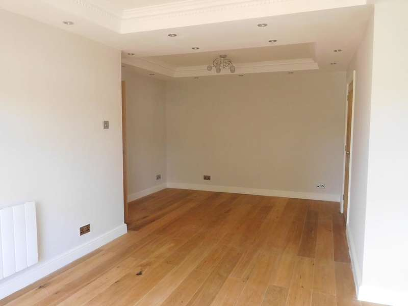 2 Bedrooms Flat for sale in Serbin Close, Leytonstone E10