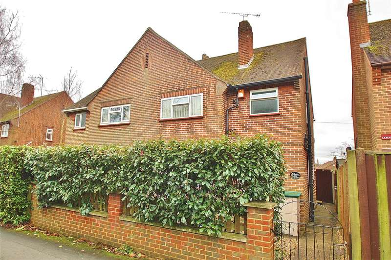 3 Bedrooms Semi Detached House for sale in Victoria Road, Knaphill, Woking, Surrey, GU21