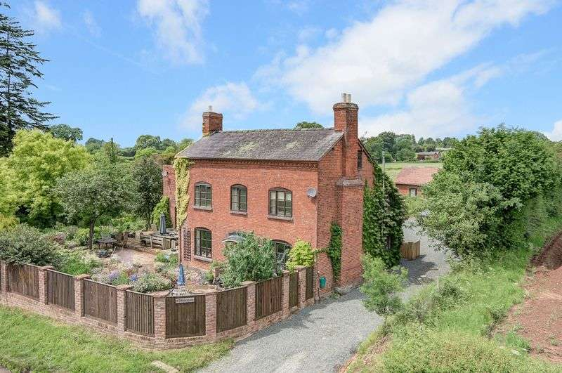 6 Bedrooms Detached House for sale in Dilwyn, Herefordshire, HR4 8JH