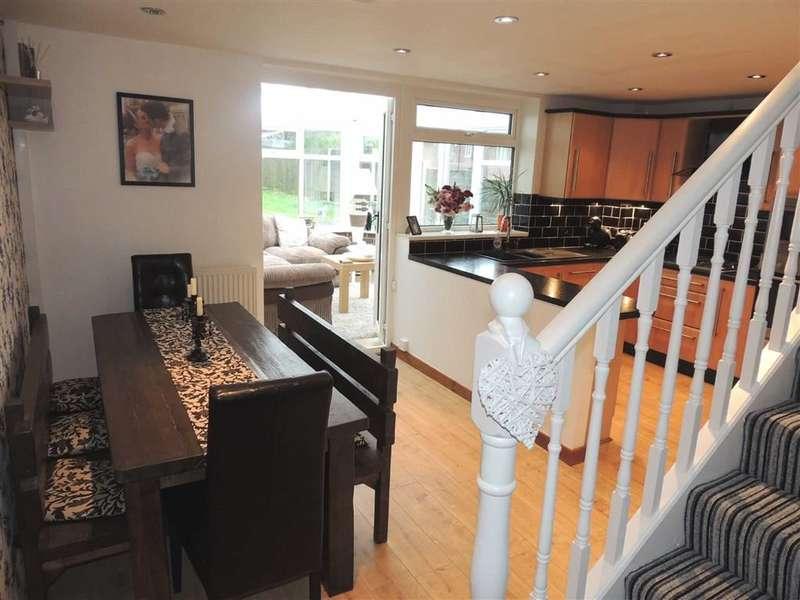 3 Bedrooms Property for sale in Sandringham Avenue, STALYBRIDGE