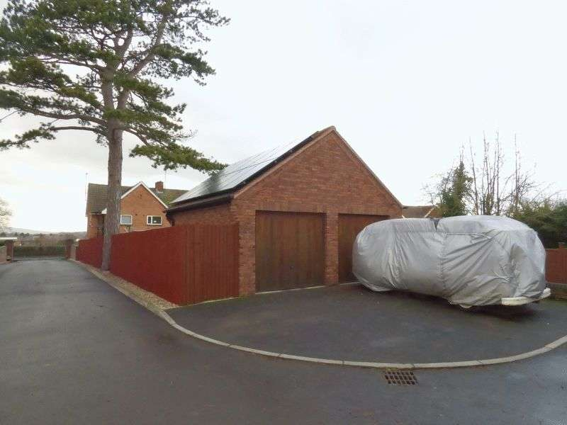 3 Bedrooms Semi Detached House for sale in Stroud Road, Gloucester