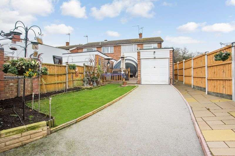 3 Bedrooms Semi Detached House for sale in Stafford Close, Leigh-On-Sea