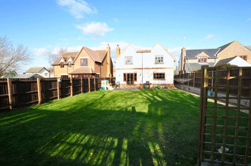 4 Bedrooms Detached House for sale in Royston Road, Litlington.