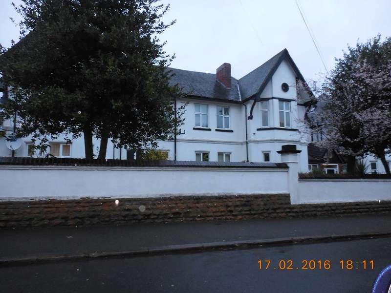 2 Bedrooms Flat for rent in Herbert Road, Sherwood Rise, Nottingham NG5