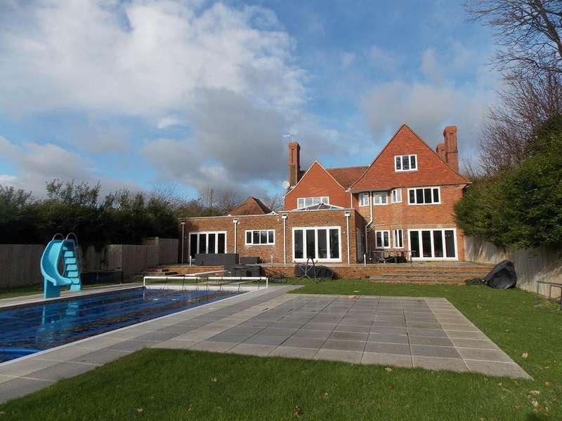 5 Bedrooms Detached House for sale in Valley Road, Peacehaven, East Sussex