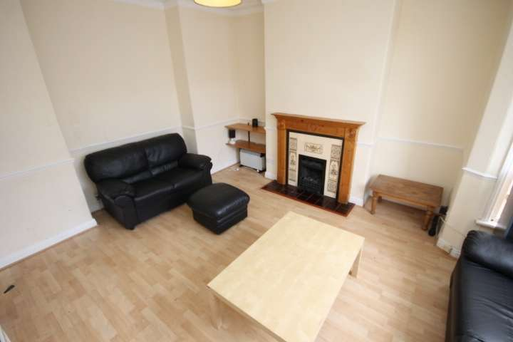 6 Bedrooms Terraced House for rent in St Michaels Road, Leeds, LS6
