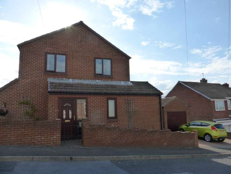 3 Bedrooms Detached House for sale in Lyndhurst Road, Stanley, Co Durham DH9