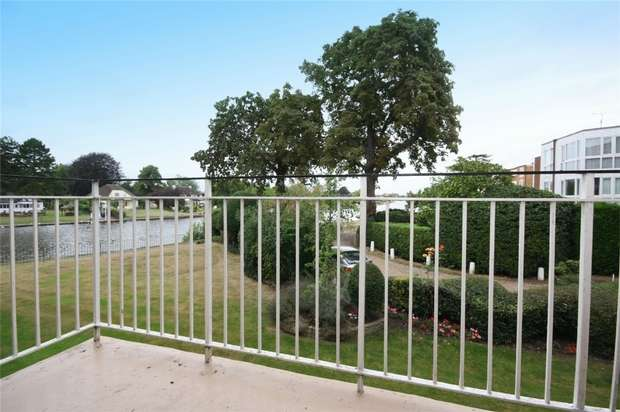 2 Bedrooms Flat for sale in Riverside Road, Staines-upon-Thames, Surrey